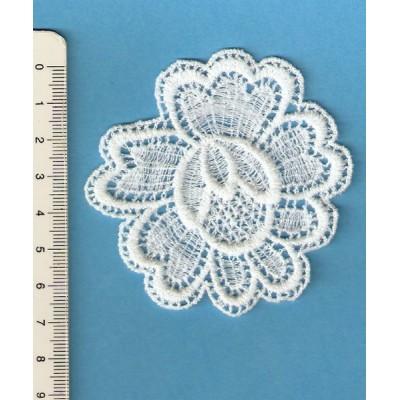 Aplicaciones pendenties macrame flor altura cm.6 precio por unidad art.M272
