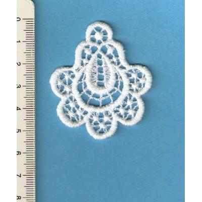 Applications de boucles d'oreilles en macrame fleur largeur cm.5 prix par unitè art.M242