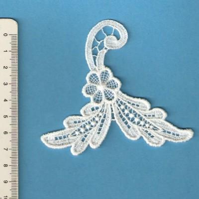 Applications de boucles d'oreilles en macrame fleur largeur cm.8.5 prix par unitè art.M429