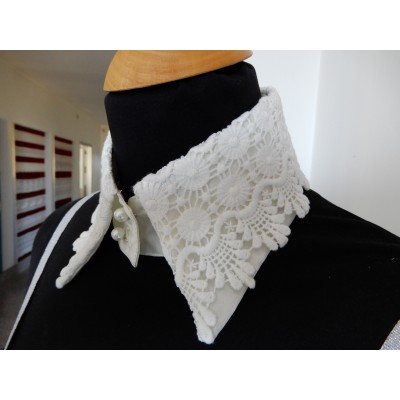 Macrame neck lace collar with pearl buttons size S