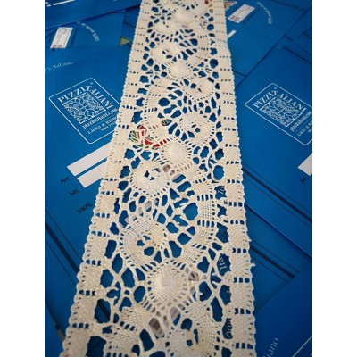 Encaje de Bolillos de Algodon Entredos Altura cm.8 Paquete mt.10 Art.1699