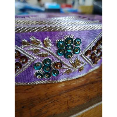 Passementerie ruban lilas avec perles largeur cm.4 paquet mt.4