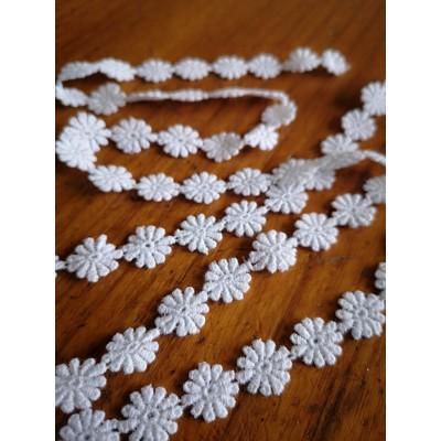 Macrame Daisies Cotton Lace White width cm.1.2 pack mt.13.80 Art.m698
