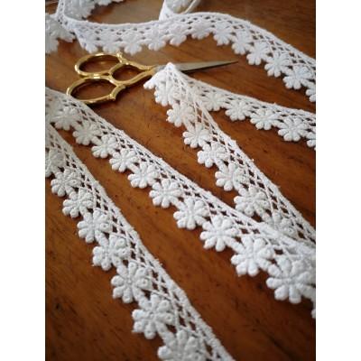 Macrame Daisies Cotton Lace White width cm.2 pack mt.13.80 Art.m9