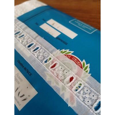 Broderie Anglaise Dentelle hauteur cm.3 paquet mt.13.80 Art.51410