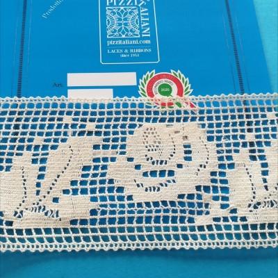 Encaje de bolillos en Algodón Entredos con Rosa Altura cm.8.5 paquete mt.10 ART.1228