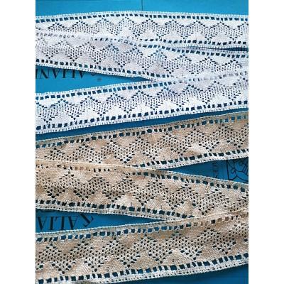 Encaje de Bolillos con motivo geométrico Altura cm.6,5 Paquete mt.10 Art.0632