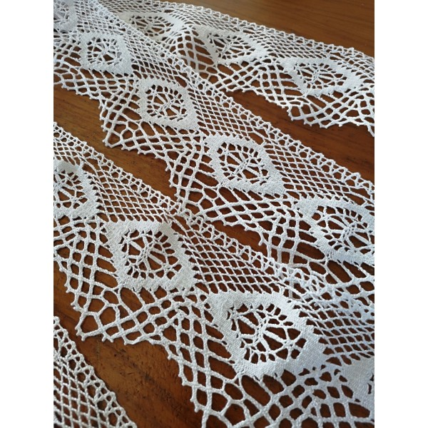 Scalloped Bobbin Lace with Geometric Pattern Height cm.9.5 Pack mt.10 Art.1727