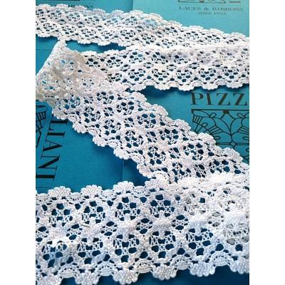 Dentelle aux fuseaux festonnée à motif géométrique Hauteur cm.7.5 Paquet mt.10 Art.1591