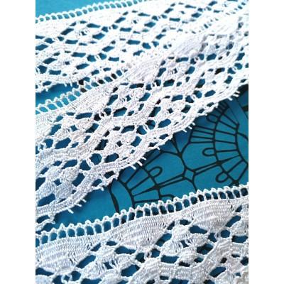 Dentelle aux fuseaux festonnée à motif géométrique Hauteur cm.5 Paquet mt.10 Art.0957