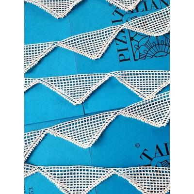 Merletto in Cotone Smerlato con motivo geometrico Altezza cm.4.5 Pezza mt.10 Art.1729