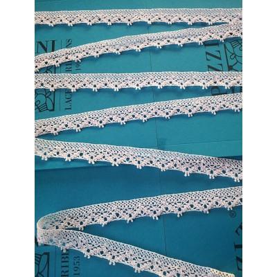 Cinta Encaje de Bolillos Festoneado de algodón con diseño geométrico Altura cm.2 Paquete mt.10 Art.1589